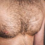 【メンズ脱毛×胸毛】男性が胸毛脱毛するメリットは?費用や期間も調査!